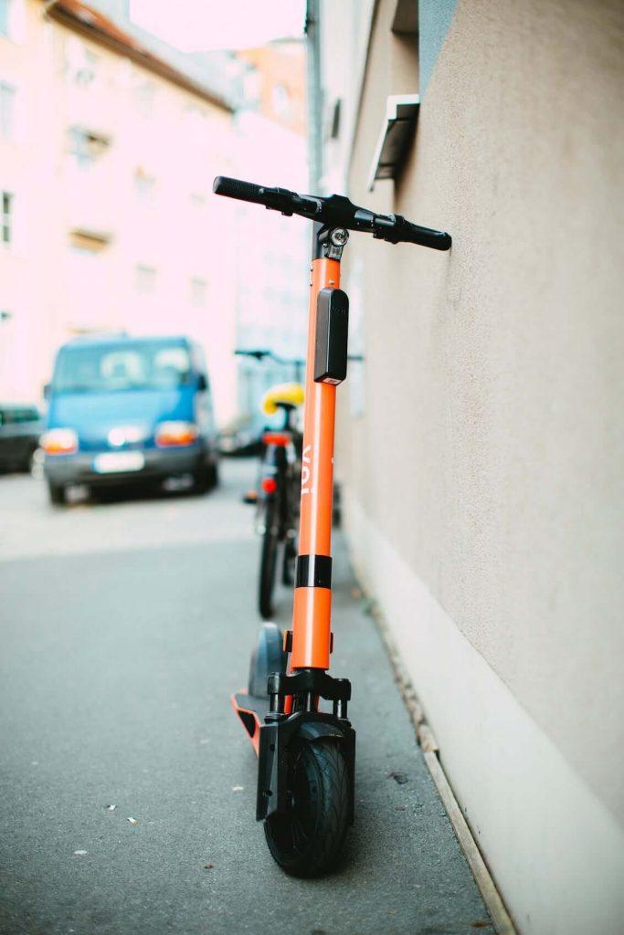 e-mobilität-e-scooter-city