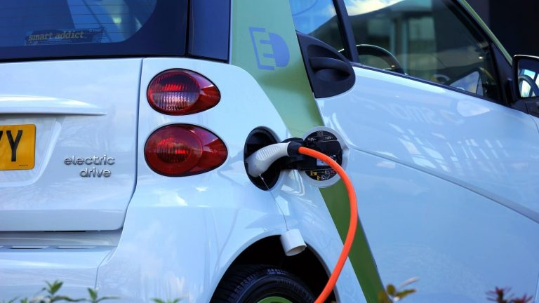 elektromobilität-e-auto-ladesäule