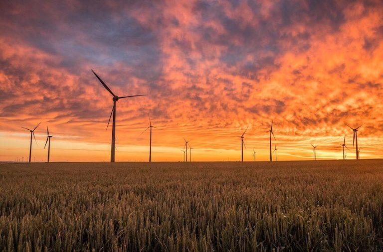 windenergie-windräder-on-shore-windfarm